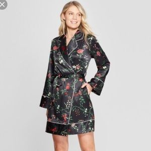 Other - BRAND NEW Floral Silk Robe